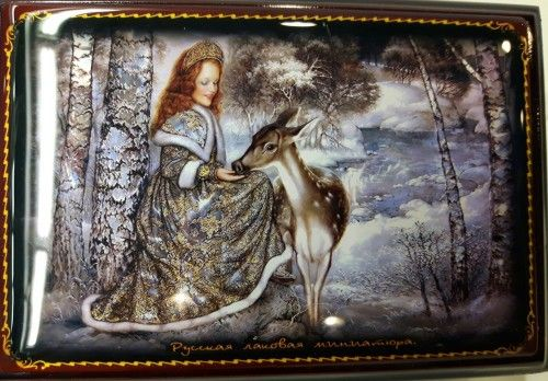 Casket box with a mirrow. Middle size. Lady with a deer