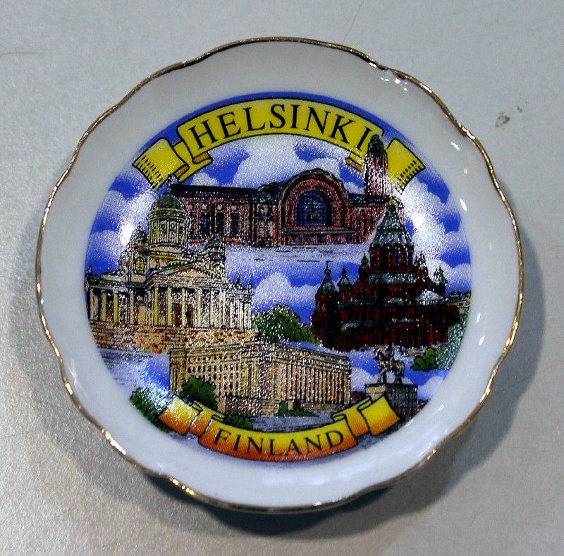 Ceramic souvenir plate on a magnet. 5 cm - Helsinki